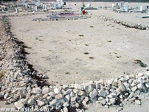 قبر نبي الله اليسع عليه السلام في بلدة الأوجام وآثار الهدم واضحةحول قبره الشريف